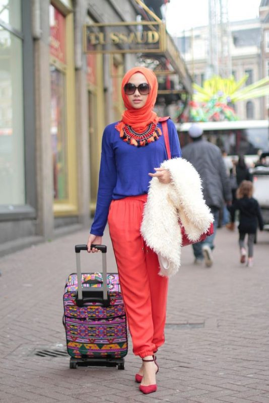 Complimentary Outfit Hijab Saviour